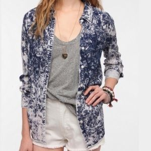 Urban Outfitters • ByCorpus Acid Wash Chambray • S